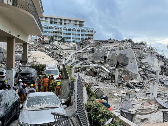 فاجعه سقوط یک ساختمان 12 طبقه در ایالات متحده: هشدار 3 سال پیش نادیده گرفته شد - عکس 1.