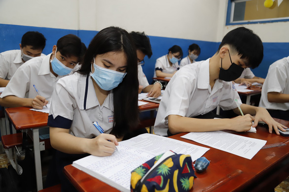 TP.HCM: Đề xuất xét nghiệm tất cả thí sinh thi và người gác thi tốt nghiệp THPT - Ảnh 1.