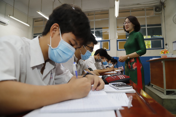 Dịch phức tạp, TP.HCM có nên tổ chức thi tốt nghiệp THPT ngày 7, 8-7? - Ảnh 1.