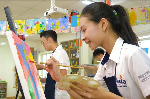 Giữa cơn đại dịch, đầu tư giáo dục cho con cũng cần đặt lên bàn cân - Ảnh 1.