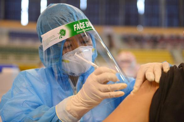 Cần sớm có vắc xin dịch vụ - Ảnh 1.