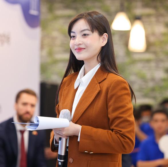 Cô gái Việt Trần Nguyễn Trâm Anh ra mắt trong nhóm nhạc thần tượng Hàn Quốc - Ảnh 2.