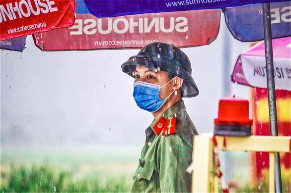 Nhiều xã, huyện tại Bắc Giang giảm giãn cách từ chỉ thị 15 sang chỉ thị 19 - Ảnh 1.
