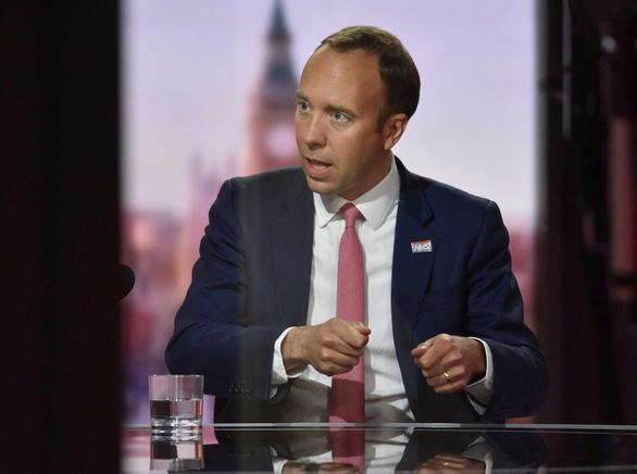Bộ trưởng y tế Anh từ chức sau bê bối ôm hôn nữ trợ lý - Ảnh 1.