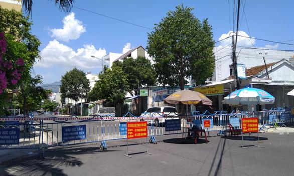 Khánh Hòa không còn yêu cầu tiệm thuốc không bán thuốc hạ sốt - Ảnh 1.