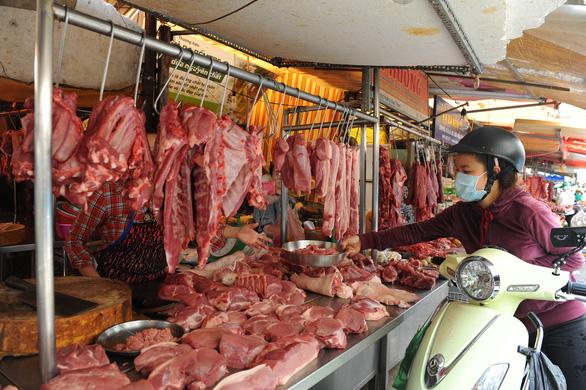 Quận Tân Bình đóng cửa tạm thời chợ Hoàng Hoa Thám - Ảnh 1.