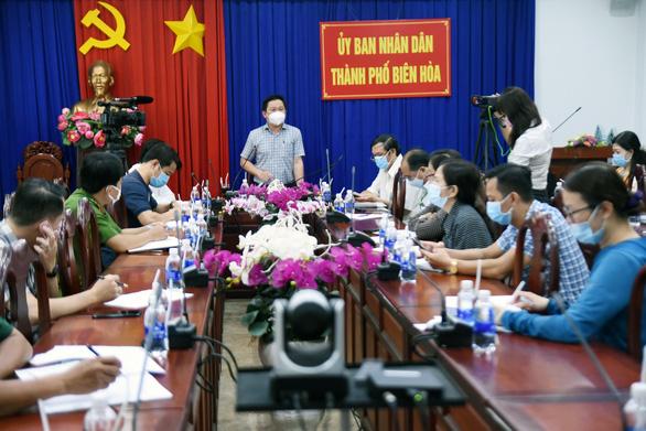 Biên Hòa đề xuất tạm dừng chợ tự phát sau ca nghi nhiễm liên quan chợ Hóc Môn - Ảnh 1.
