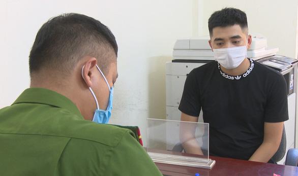Quảng Ninh lại phát hiện vụ làm giả con dấu để đưa người qua chốt kiểm dịch - Ảnh 1.
