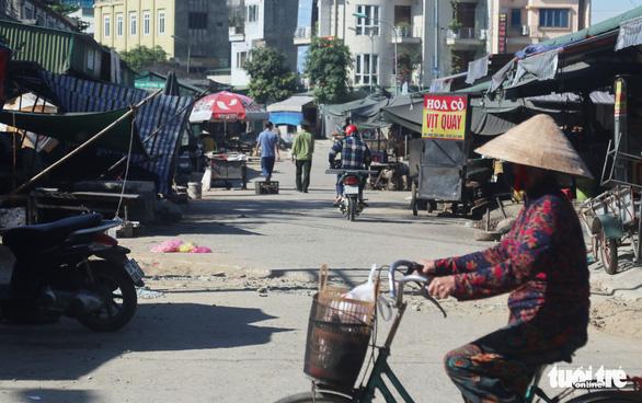 Một ngày Nghệ An có 11 ca COVID-19, TP Vinh tạm dừng thêm một chợ dân sinh - Ảnh 2.