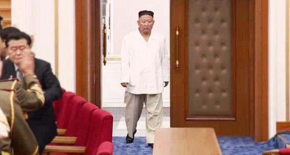 Người dân Triều Tiên đau lòng khi ông Kim Jong Un giảm cân - Ảnh 1.
