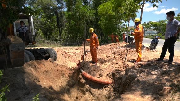 Đảo Cù Lao Chàm mất điện do xe múc đất làm hỏng cáp ngầm 22kV - Ảnh 1.
