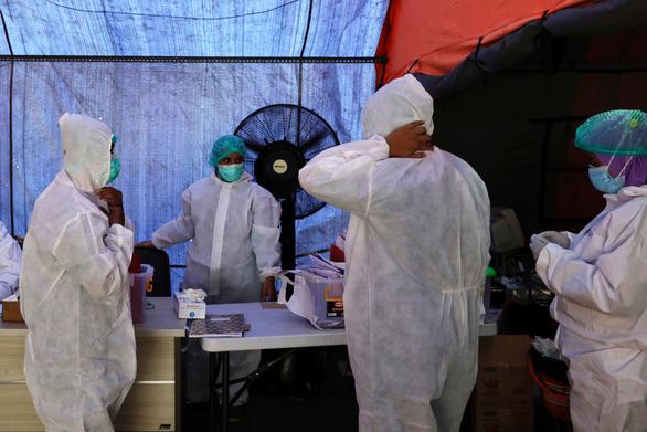 Indonesia lo lây nhiễm như Ấn Độ, kêu gọi phong tỏa cả đảo Java - Ảnh 1.