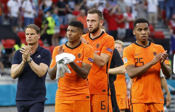 Hà Lan và cái giá của chơi bài ngửa - Ảnh 1.