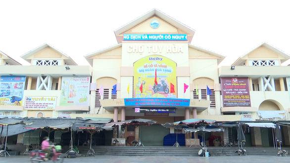 Chợ lớn nhất tỉnh Phú Yên dừng hoạt động từ 16h chiều nay 28-6 - Ảnh 1.