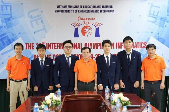 Học sinh Việt Nam giành 4 huy chương bạc Olympic tin học quốc tế - Ảnh 1.