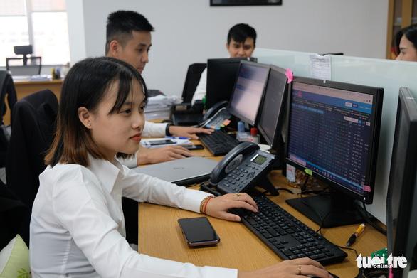 Nhiều cổ phiếu lập đỉnh giá mới, thanh khoản thị trường lên 1,16 tỉ USD - Ảnh 1.