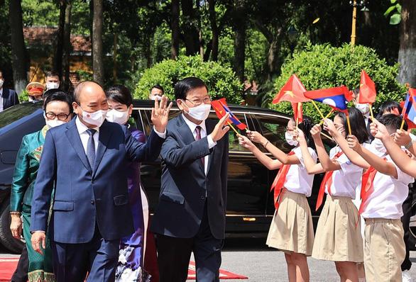 Tổng bí thư, Chủ tịch nước Lào bắt đầu thăm hữu nghị chính thức Việt Nam - Ảnh 3.