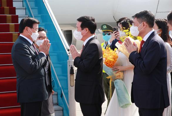 Tổng bí thư, Chủ tịch nước Lào bắt đầu thăm hữu nghị chính thức Việt Nam - Ảnh 2.