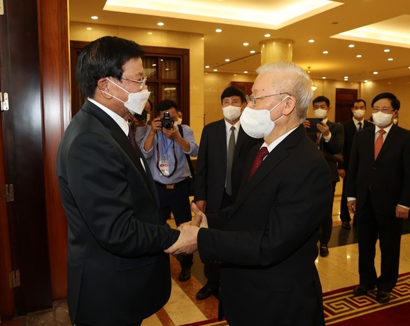 Tổng bí thư, Chủ tịch nước Lào bắt đầu thăm hữu nghị chính thức Việt Nam - Ảnh 1.