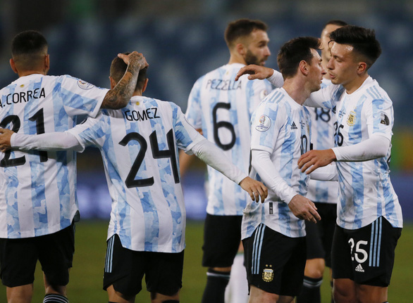 Messi tỏa sáng giúp Argentina xếp đầu bảng A, gặp Ecuador ở tứ kết Copa America - Ảnh 2.