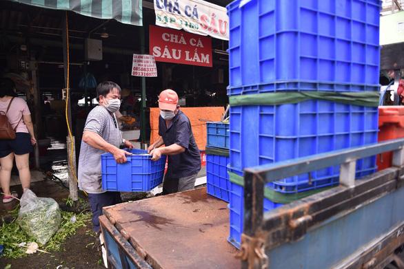 Phong tỏa một phần tại chợ Bà Chiểu do có F0 đến mua hàng - Ảnh 4.