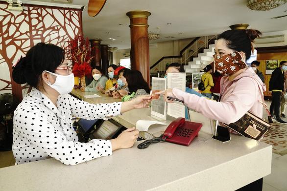 Saigontourist Group hỗ trợ ăn ở miễn phí cho đội ngũ y tế tuyến đầu phòng, chống dịch COVID-19 - Ảnh 1.