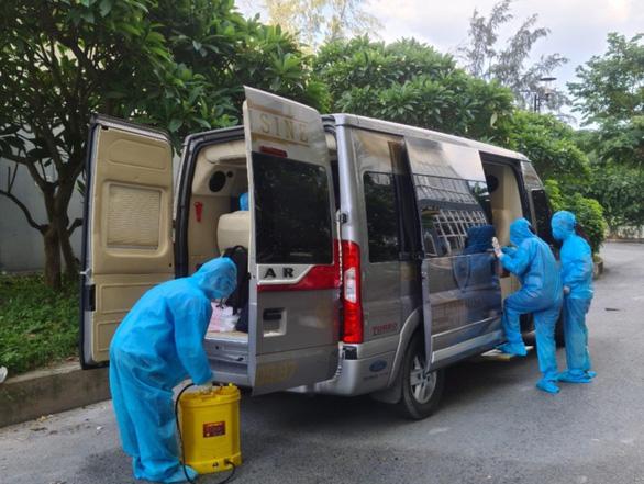 TP.HCM huy động 200 xe khách chuyên dụng chở người bệnh COVID-19 nhẹ - Ảnh 3.