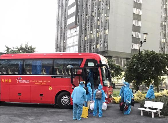TP.HCM huy động 200 xe khách chuyên dụng chở người bệnh COVID-19 nhẹ - Ảnh 1.