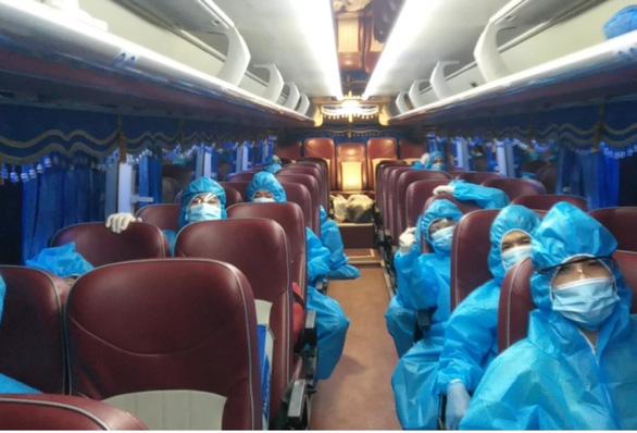 TP.HCM huy động 200 xe khách chuyên dụng chở người bệnh COVID-19 nhẹ - Ảnh 2.