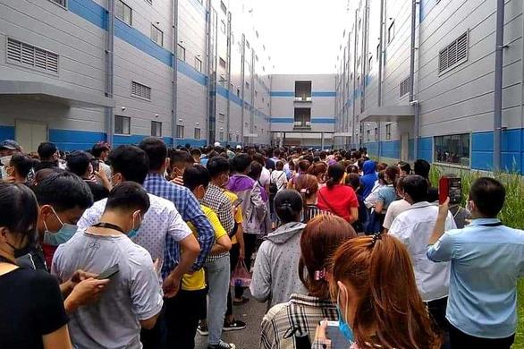 Ca mắc COVID-19 'lọt giữa hàng ngàn công nhân đi xét nghiệm - Ảnh 1.