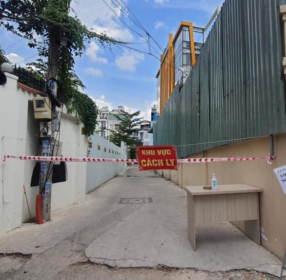 Khẩn cấp tìm người từng đến tòa nhà Bcons ở Bình Thạnh có 20 ca COVID-19 - Ảnh 1.