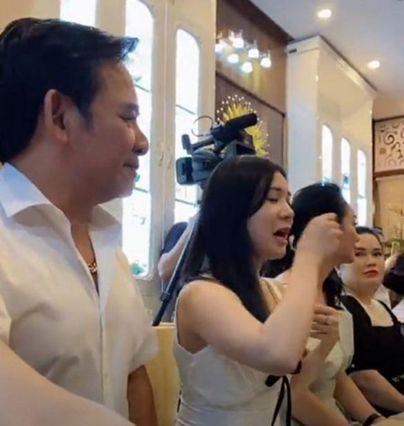 Phạt tiền, rút giấy phép thẩm mỹ viện Minh Châu Asian khai trương không phép, tấn công phóng viên - Ảnh 1.