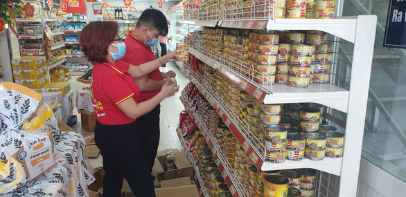 Giá rau, thịt... tăng và thực phẩm đang tấp nập đổ về đầy kho ở TP.HCM - Ảnh 6.