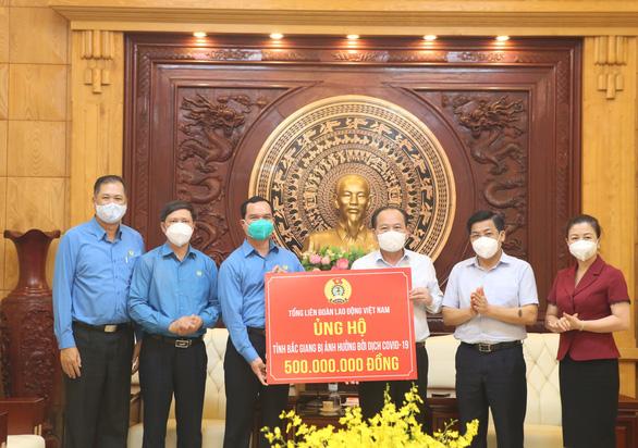 Hơn 100.000 lao động trọ ở Bắc Giang, Bắc Ninh vẫn cần được hỗ trợ - Ảnh 2.