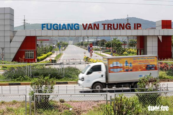 Hơn 5.000 công nhân ở Bắc Giang đi làm lại - Ảnh 1.