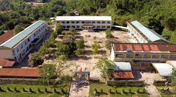 Sân trường kỷ niệm - Kỳ 9: Ngôi trường 2K ở núi rừng - Ảnh 2.