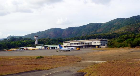 Đề nghị tạm dừng các chuyến bay đến Côn Đảo - Ảnh 1.