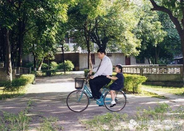 Đài Trung Quốc kể về tuổi thơ làm nên con người Tập Cận Bình - Ảnh 2.