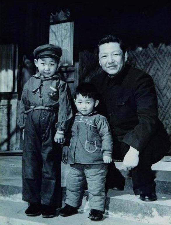 Đài Trung Quốc kể về tuổi thơ làm nên con người Tập Cận Bình - Ảnh 1.