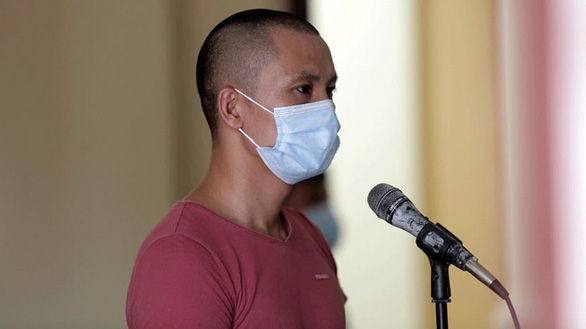 Bị phạt 30 tháng tù vì đánh cán bộ chốt kiểm dịch COVID-19 - Ảnh 1.
