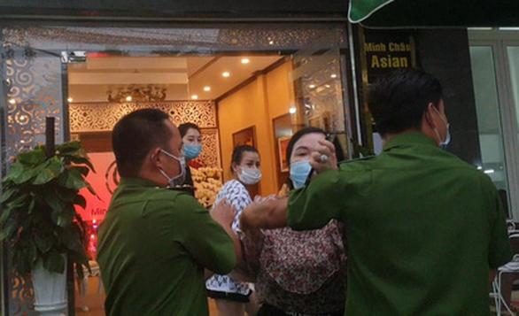 Phạt tiền, rút giấy phép thẩm mỹ viện Minh Châu Asian khai trương không phép, tấn công phóng viên - Ảnh 3.