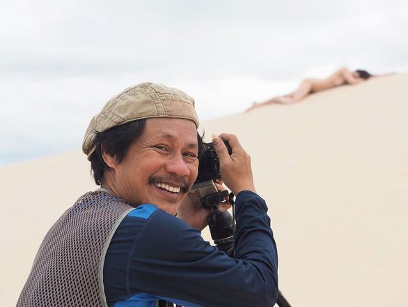 Nhiếp ảnh gia Thái Phiên ra mắt triển lãm ảnh khỏa thân 3D 'Nắng sau rèm' - Ảnh 4.
