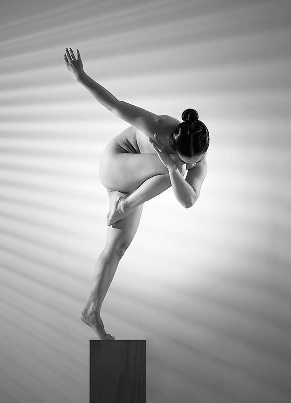 Nhiếp ảnh gia Thái Phiên ra mắt triển lãm ảnh khỏa thân 3D 'Nắng sau rèm' - Ảnh 6.