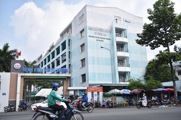 TP.HCM: số ca mắc COVID-19 vượt 4.000, 55/130 bệnh viện có F0 đến khám - Ảnh 1.