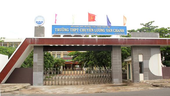 Cô gái Phú Yên mắc COVID-19 từng chở em đi thi lớp 10 Trường chuyên Lương Văn Chánh - Ảnh 1.