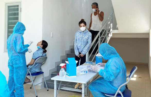Một người ở TP.HCM nghi nhiễm COVID-19 đi nhiều chuyến bay ra Đà Nẵng, Hà Nội - Ảnh 1.