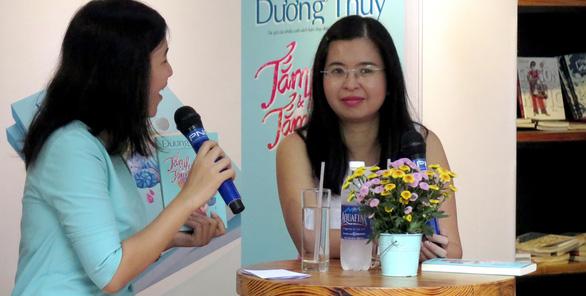 Nhà văn Dương Thụy tiếp tục kể chuyện tình xuyên biên giới - Ảnh 2.