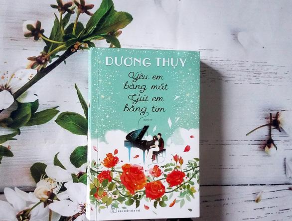 Nhà văn Dương Thụy tiếp tục kể chuyện tình xuyên biên giới - Ảnh 1.
