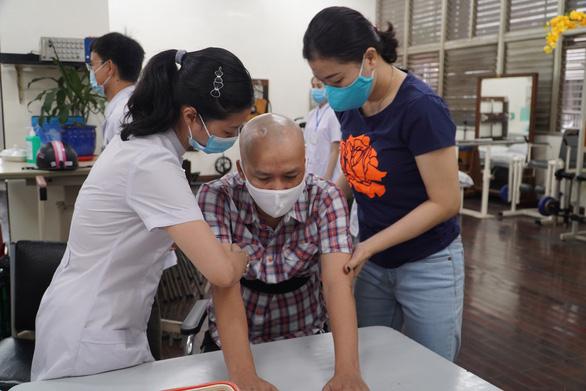Một bệnh nhân chấn thương sọ não hồi phục kỳ diệu - Ảnh 2.