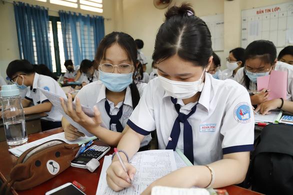 NÓNG: Học sinh TP.HCM sẽ thi tốt nghiệp THPT 2 đợt - Ảnh 1.